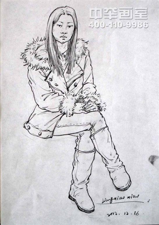 女青年坐姿速写